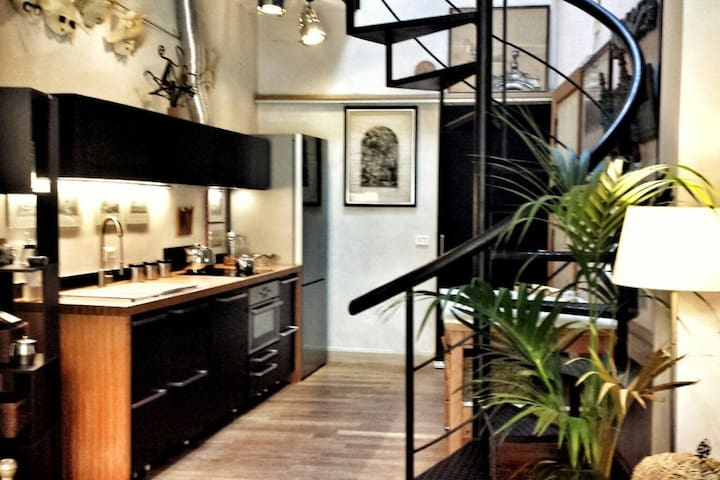 Beautiful Loft,  Great Location In the  Centre