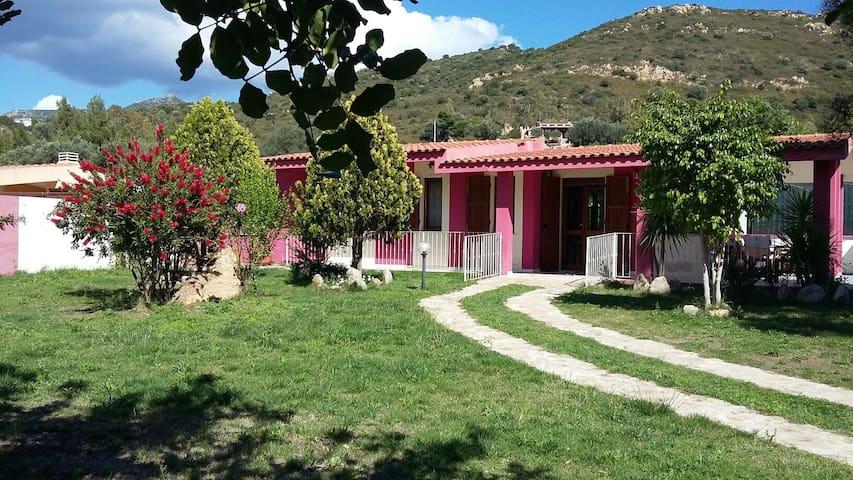Solanas - Villa per vacanze al mare - Solanas - Huis