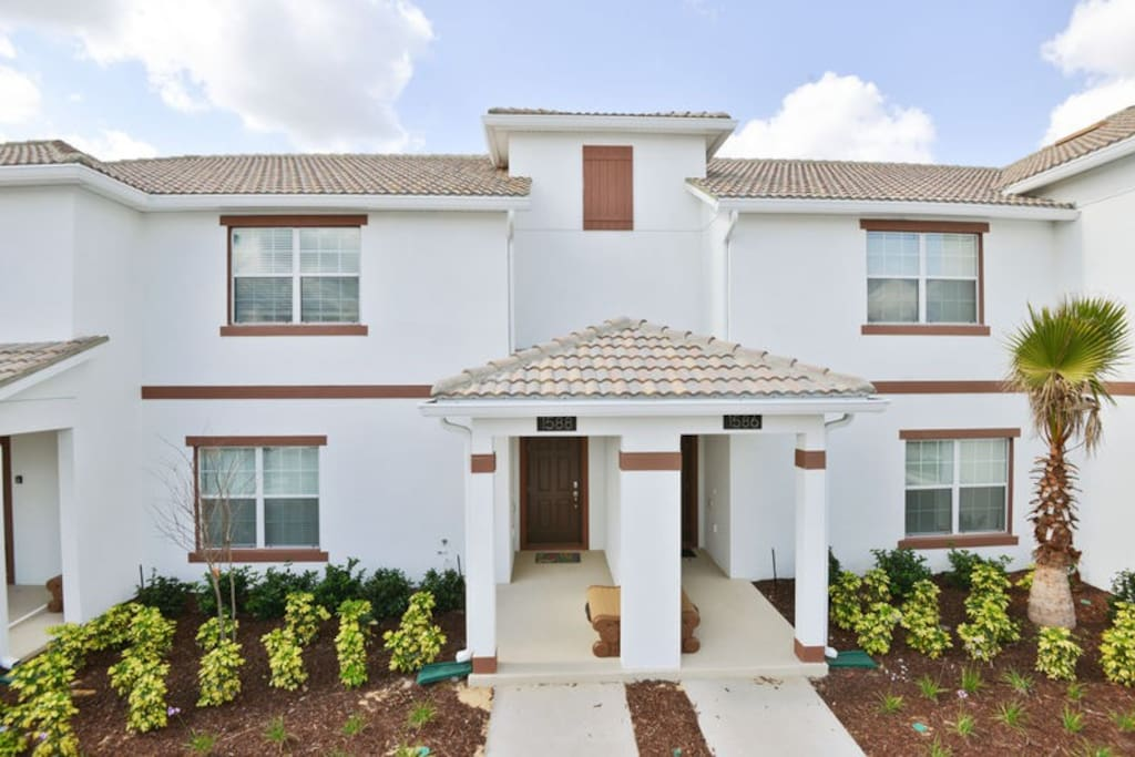 vacation homes to rent in orlando front view of the home