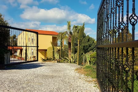 Charming sea view villa with pool & olive grove - Maroulas