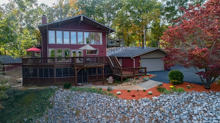 Kentucky Lake Chalet - Private Dock / Hot Tub