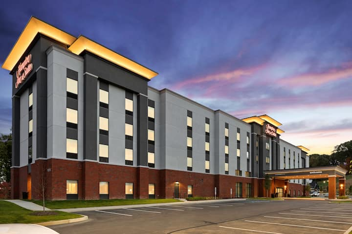 New & Modern Hotel Room in Cranberry Twp