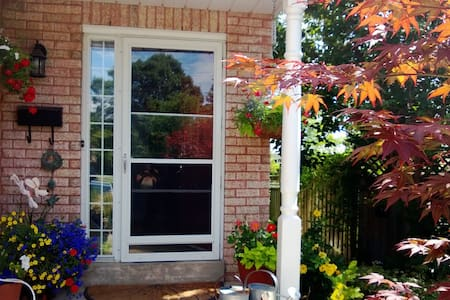 Multi-level 3 bedroom home close to amenities. - Pickering - House