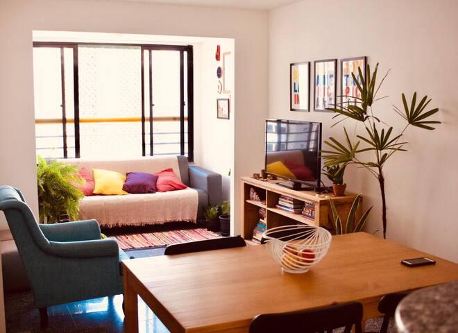 Quarto em Apartamento - Beira Mar