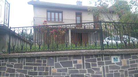 Maison de bourg à proximité de la chaînes des Puys