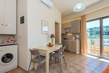 Seaview cozy apartment in the heart of Platanias - Platanias - Byt