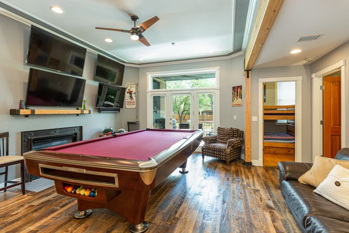 Premier Location in Historic Downtown Durango - Game Room/Pool Table/Foosball
