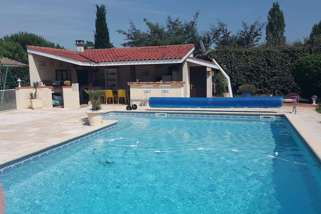 Suite ind pendante dans grande maison avec piscine for Gaziniere exterieur