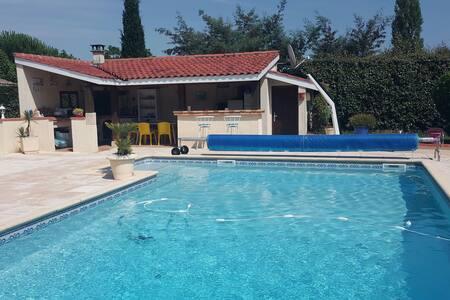 Chambre avec piscine privative - Lafox, Aquitaine Limousin Poitou-Charentes, France - House