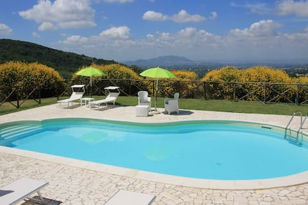 Cozy Apartments with pool near Rome