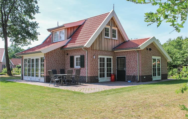 Holiday cottage with 3 bedrooms on 120m² in Hoge Hexel