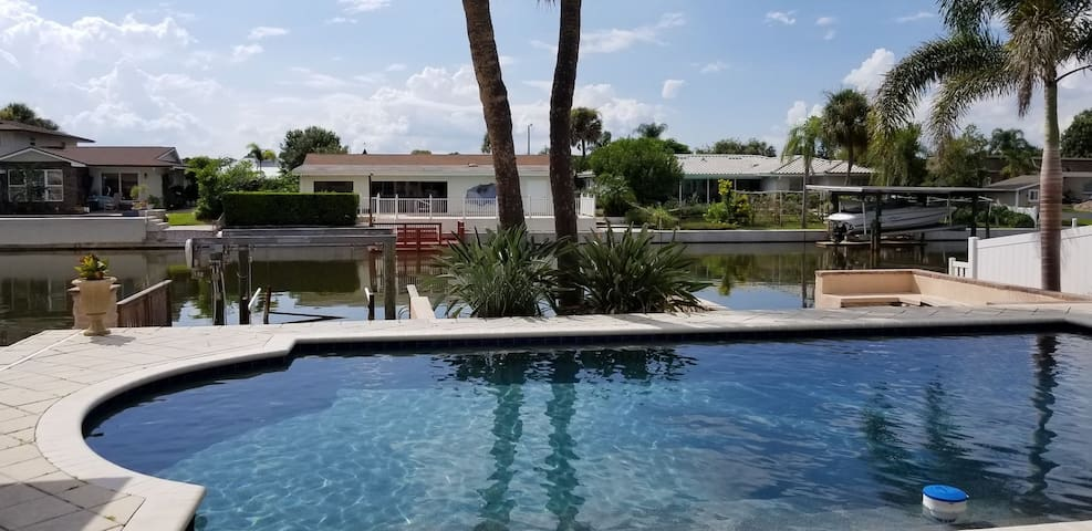 Private room on the water, close to Tampa airport.