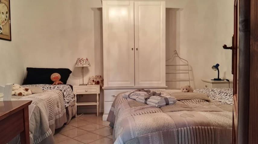 Camera tripla con matrimoniale e letto singolo