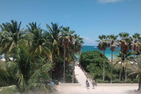 Oceanfront Dream Studio - Miami Beach