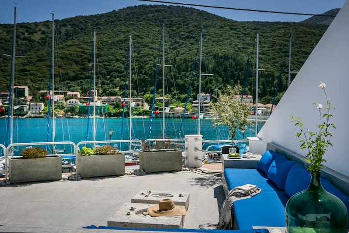 Palm Mansion Waterfront Ag.Efimia Kefalonia w POOL