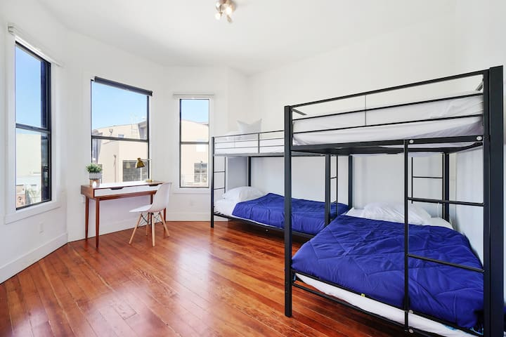 Spacious shared room/WiFi & laundry included