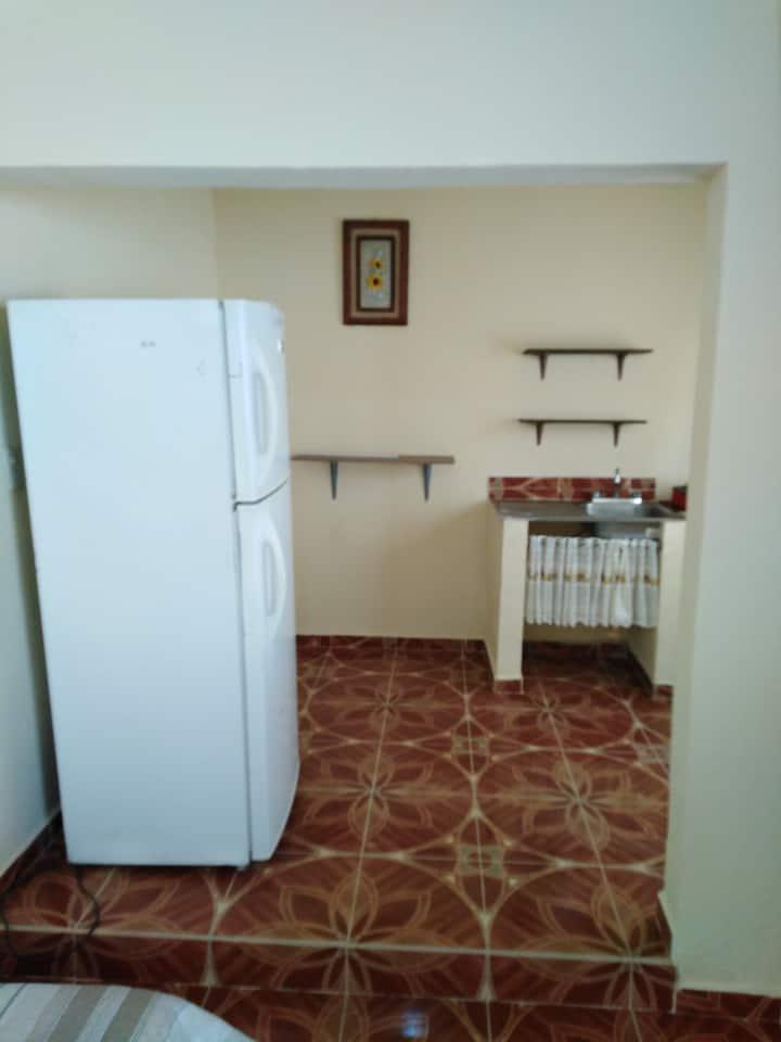 Habitacion céntrica, cómoda y segura.