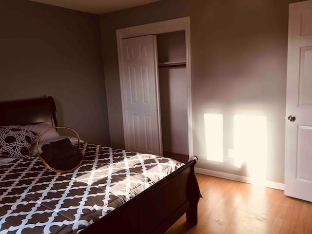 Large Private Room: 800M from CCNB MONCTON