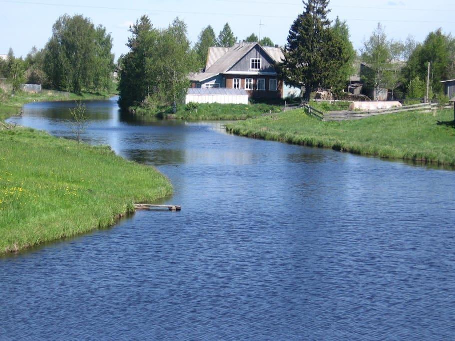 В деревне Тукса течет река с таким же названием