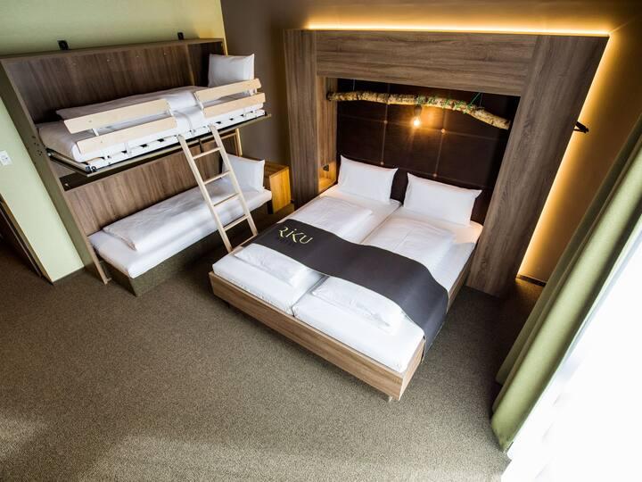 RIKU Hotel Pfullendorf, (Pfullendorf), Familienzimmer mit Dusche oder Badewanne