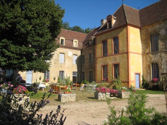 "Gîte Château Sainte Colombe / ""ANNE"" 2 pers."