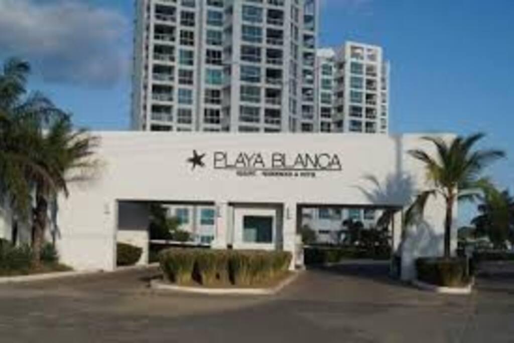 Entrada a Playa Blanca Beach & Lagoon Residences