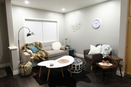 Mark Street Suite: Luxurious, Modern and Cozy - Peterborough - Hus