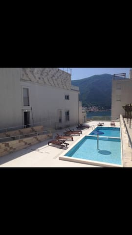 Apartment Azzurro with private pool and parking