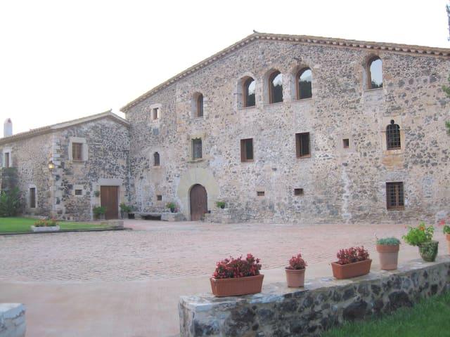 Masia amplia con encanto e historia en naturaleza - Girona