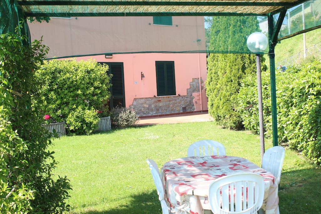 giardino di pertinenza e ingresso Casa Sofia