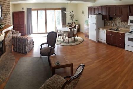 Kempenfelt Bay Apartment