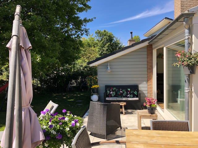Vrijstaande luxe strandhuis mèt tuin in Kijkduin
