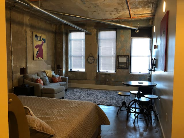 Cozy Downtown Knoxville Studio near UT