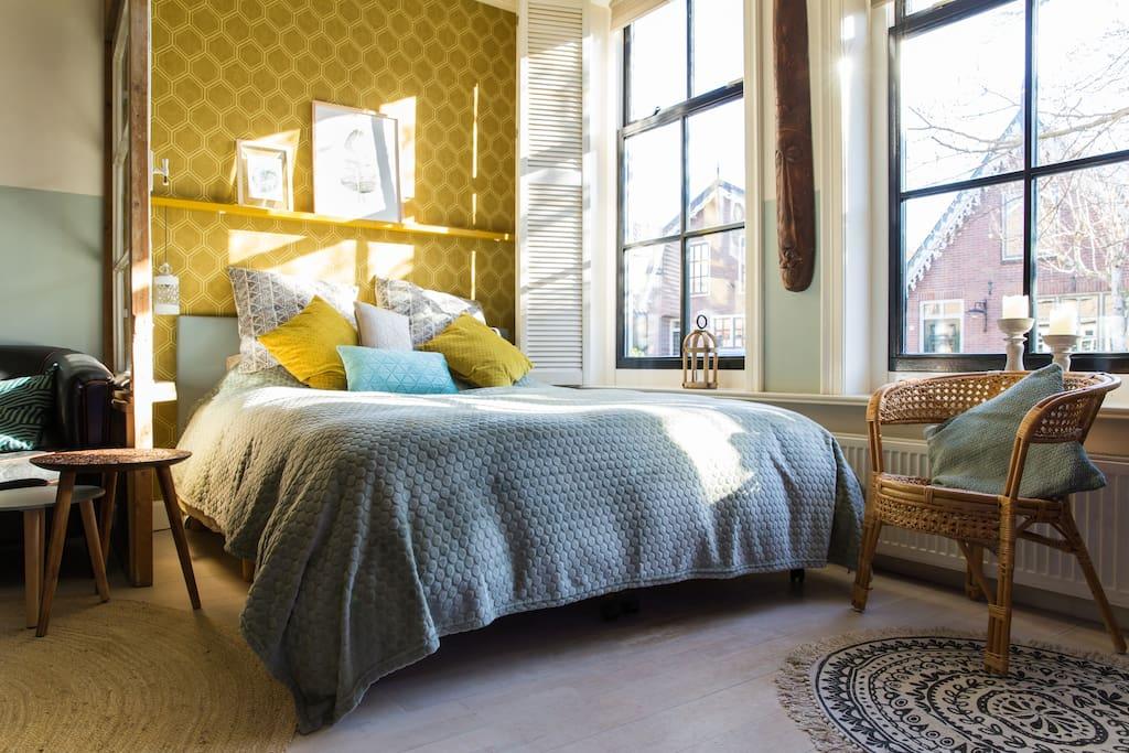 Queensize bed (photo: Angeline Dobber fotografie)