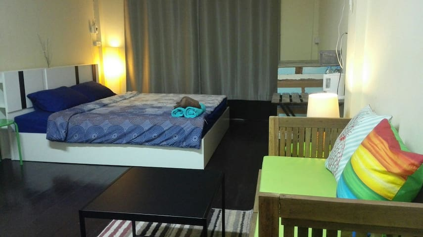 Studio room in popular area Khaosan road - Phra Nakorn - House