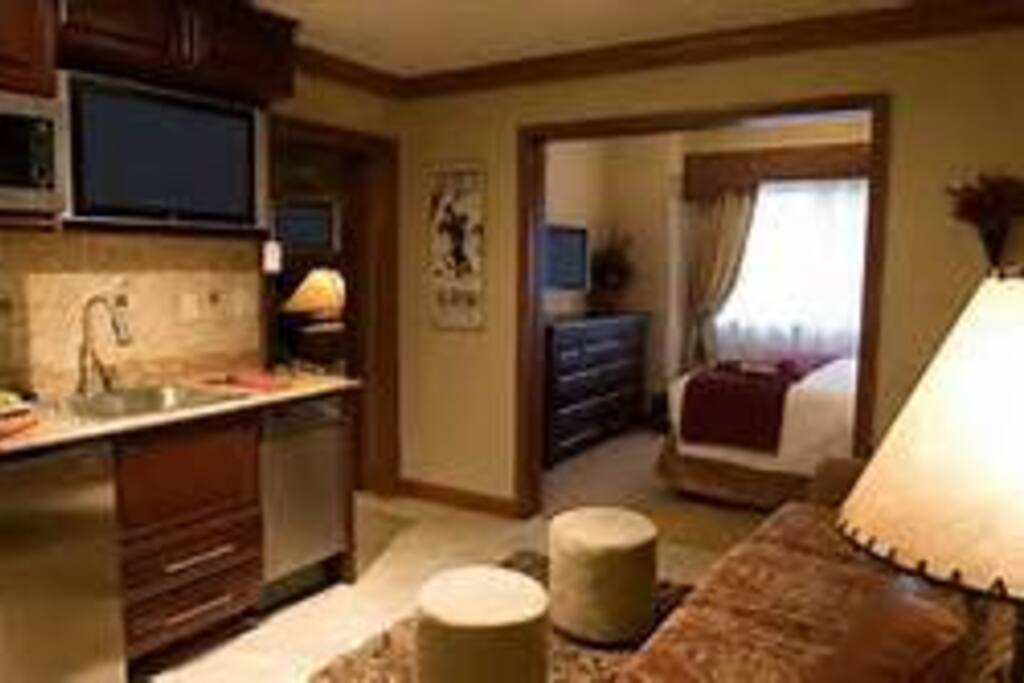 King Bed and Pull out couch. Kitchenette Living rm/tvs