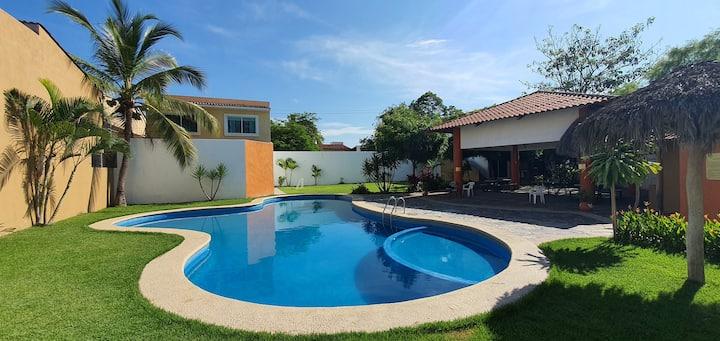 Casa Colibrí Pool, Terrace & Garden. Beach close