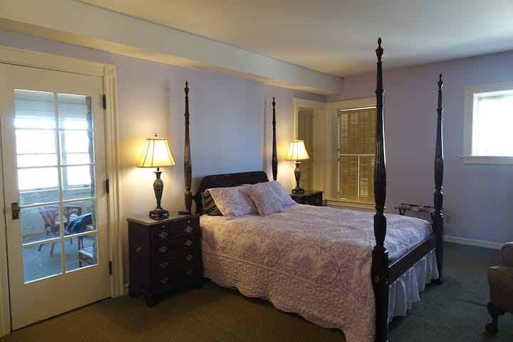 St. Croix Valley Inn Geiger Suite with River View