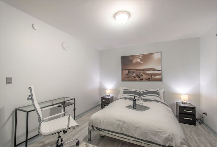 31+ Nights Only: Attached Priv Bath Master Suite