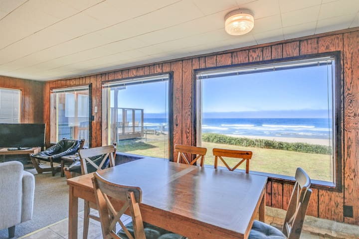 Pacifica - Oceanfront Cottage Brings the Pacific to Your Doorstep!