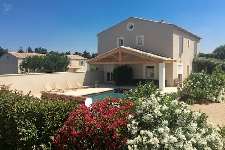 Provencal property - 20 sleeps - 2 private pools - Beaucaire - Villa