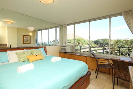Just Steps Away from the Beach w/Diamond Head View - Appartement