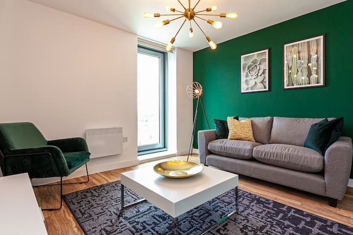 """""""Opulent Luxe Royal"""" - 3Bed Apt FREE PARKING + GYM"""
