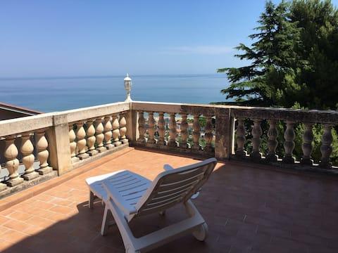 Apartment sea view in nineteenth century villa
