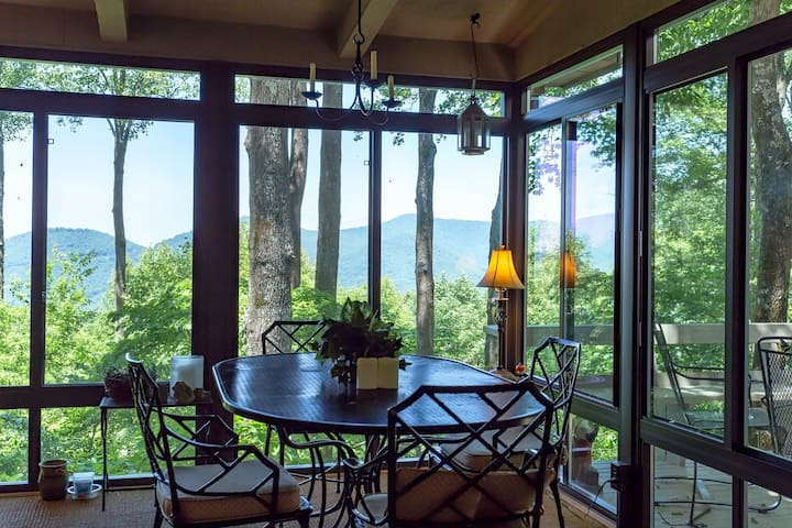 Mountain cottage w/ furnished decks offering amazing views & shared pool!