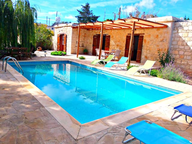 Charming Traditional Cypriot House - Private Pool - Drouseia - Bangalô