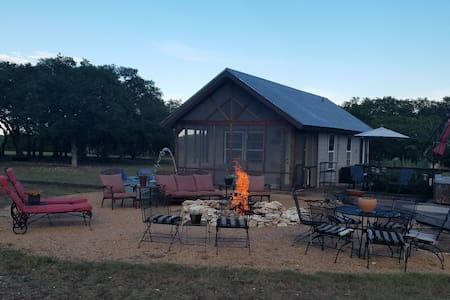 Hill Country Cabin The Great Escape  and romance