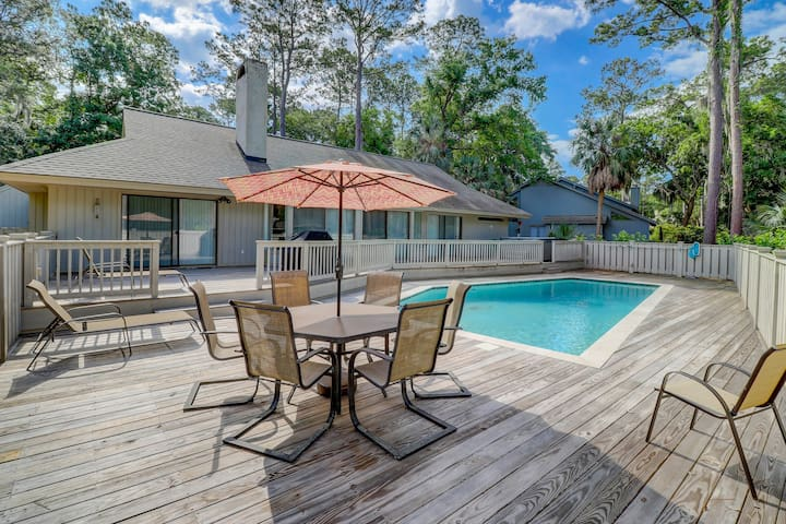 Renovated family-friendly home with private hot tub and heated pool!