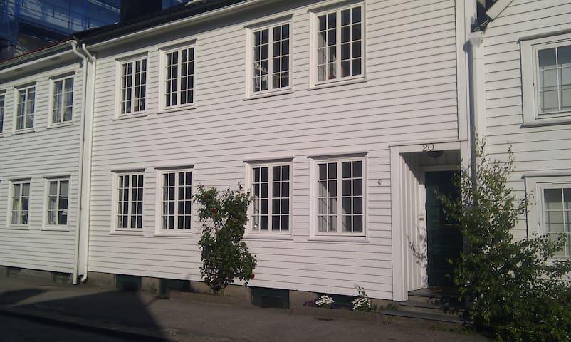Charming 3 bed apartment + outhouse - Kristiansand - Apartamento
