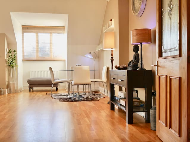 Luxury 2-Bedroom Penthouse near Airport & Seaside - Dublín - Apartamento